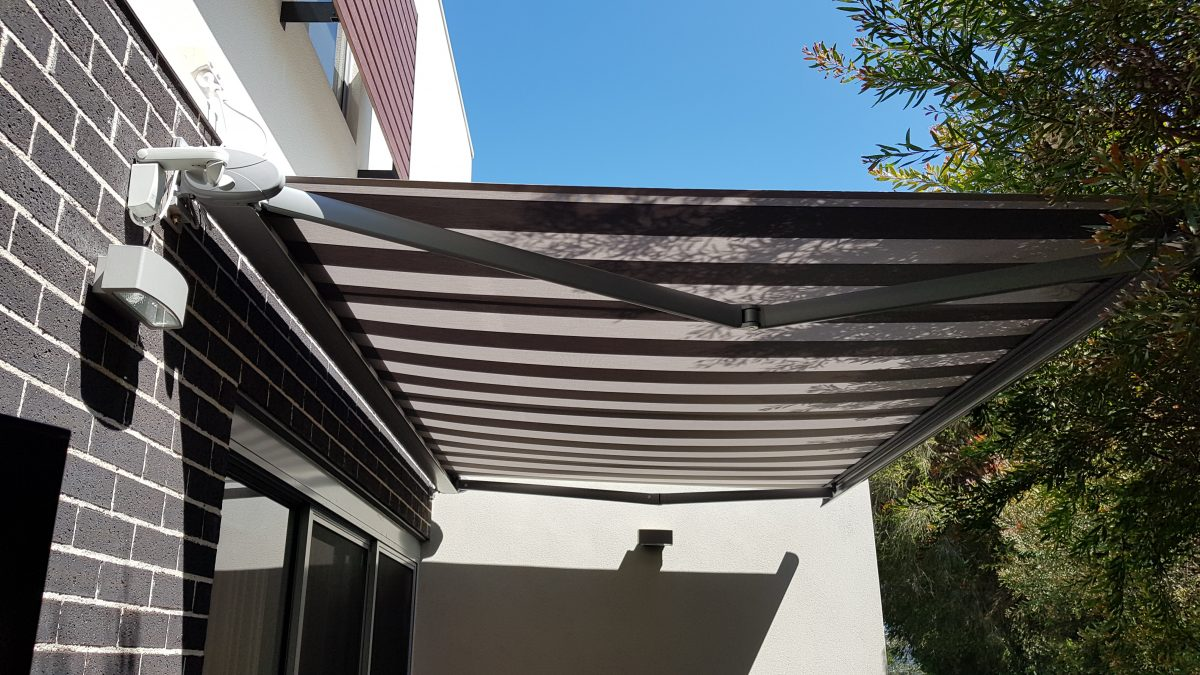 retractable awning, motorised retractable awning,